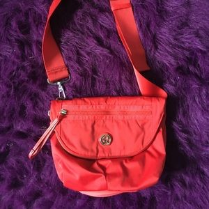 Lululemon cross body purse 👛 ❤️Red❤️